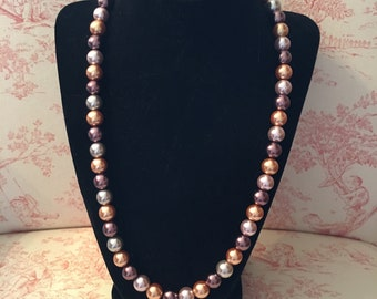 Neutral tone glass pearl necklace