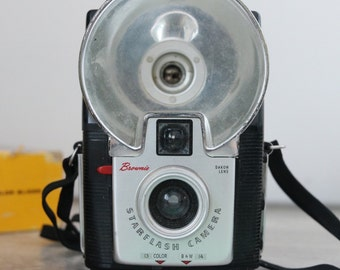 Kodak Brownie Starflash Outfit Camera with Father Daughter Box & Flash Bulbs