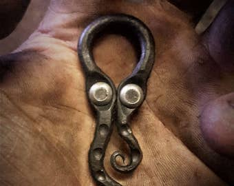 A hand forged Cthulhu pendant . Comes supplied with a high quality elk leather thread.