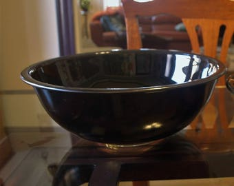 Vintage Pyrex Mixing Bowl Black with Clear Bottom – 2.5 Liter