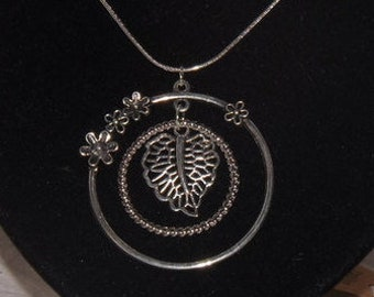 Necklace: Happy Leaf