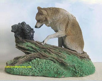 New Livingstone GETTING THE POINT Figurine,  encounter between Wolf and Porcupine, 2571, hand painted resin,  Never Displayed