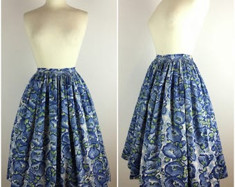 "Vintage 1950s Skirt - Blue & Green Floral 50s Circle Skirt - Barkcloth Swing Skirt -  Midi Length Full Skirt - UK10 US6 EU38 Small W28"" -"