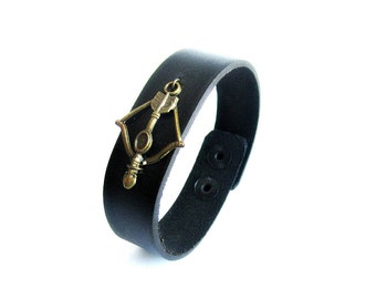 Bow & arrow leather bracelet, black leather bracelet, mens arrow bracelet, crossbow leather bracelet, bronze arrow leather bracelet