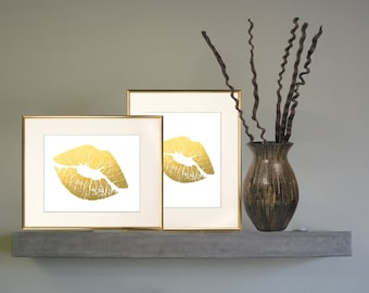 LIPSTICK kISS in gold ready to print.Frame displayTransfer cards totes, pillows Poster Digital Image 494 room decor gift  -instant DOWNLOAD