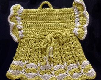 Green crochet oven mitt