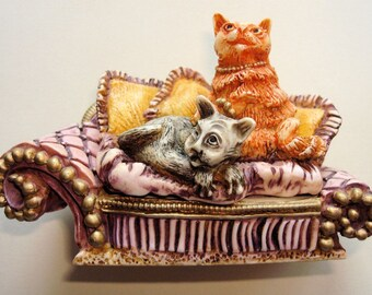 HARMONY KINGDOM COLLECTIBLES - Clair de Lune Simba & Saffron's Settee for Cats