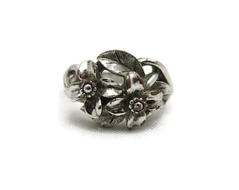 Avon Silver Ring - Costume Jewelry, Flowers