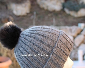 One size to order: Hat women/teens ribbed 2/2 knitted by hand and soft acrylic Pompom.