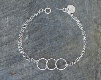 Personalized sister bracelet, bff bracelet, interlocking circle bracelet, best friends sister gift, Sister bracelets, personalized jewelry
