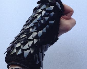 Black dragon scale gloves (pair)