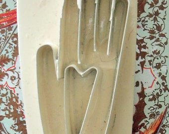 Heart in Hand / Primitive Folk Art Pin / Metal