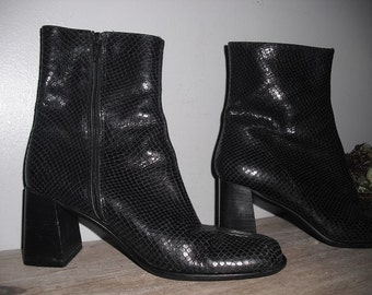 vintage Italian Leather boots .. Black Snake skin Size 7 Womens Italy