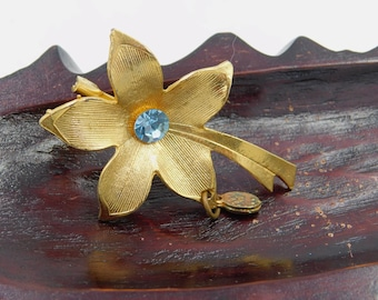 Vintage Costume Jewelry Gold Plated Flower Brooch with a Virgin Mary dr62