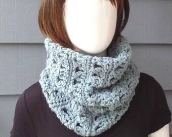 PATTERN 081 - Crochet .. MOLLY Cowl .. DIY / Digital Download