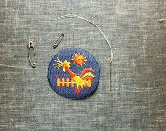 crowing rooster patch . 1970s vintage patch . embroidered denim iron on patch