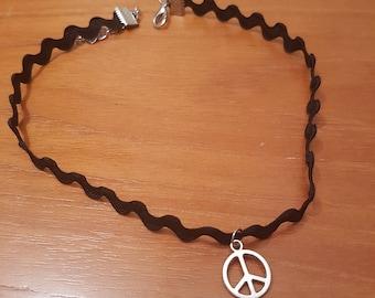 Black wavy peace sign choker