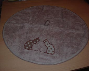 round, hand towel: cats, fabric Terry lined with a bias and embroidered design