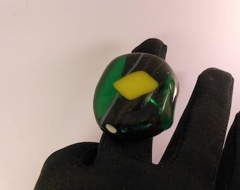 Emerald green transparent glass fusing 3cm ring