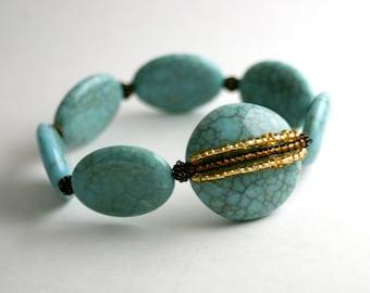 S'étirer Bracelet, Crackle perles Turquoise, marron et or, déclaration Bracelet, verre et Pierre, Boho Chic
