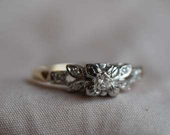 Gorgeous, dainty, foliate vintage 14-18K white and yellow gold Diamond ring