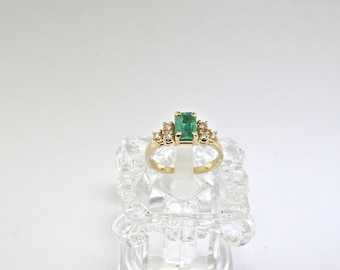 14k Diamond And Emerald Ring. Size 6.5