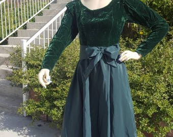 VINTAGE Velvet Green Gown /  Rayon Formal Gown