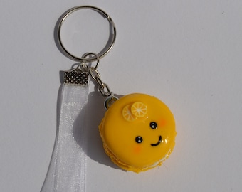 Key ring with lemon macaron and organza Ribbon