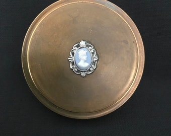 Cameo powder compact