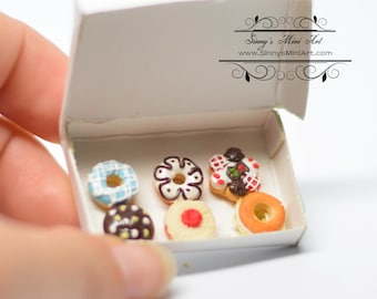1:12 Dollhouse Miniature  Fancy Deluxe Donuts in Box/ Mini Donuts BD K2631