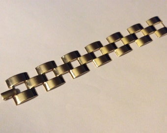 Lovely gold tone links bracelet.  Great mid century Napier classic.
