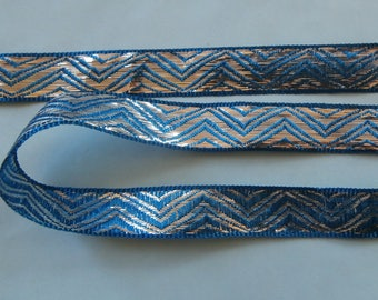 Blue and silver braid wave pattern
