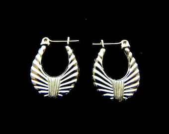 Pair of 10K Yellow Gold Hoop Earrings, 1.3g E1058