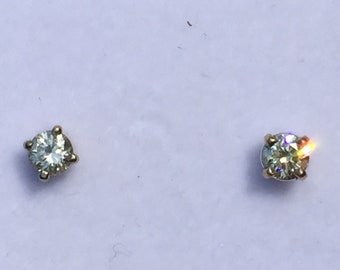 Diamond 14 k white gold stud earrings 0.30 carats round H/SI2