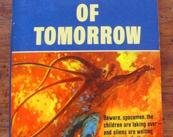 Children of Tomorrow A.E. Van Vogt Vintage Paperback Book Science Fiction 1970s Sci-Fi Scifi Space Horror Thriller Alien Invisible Watcher