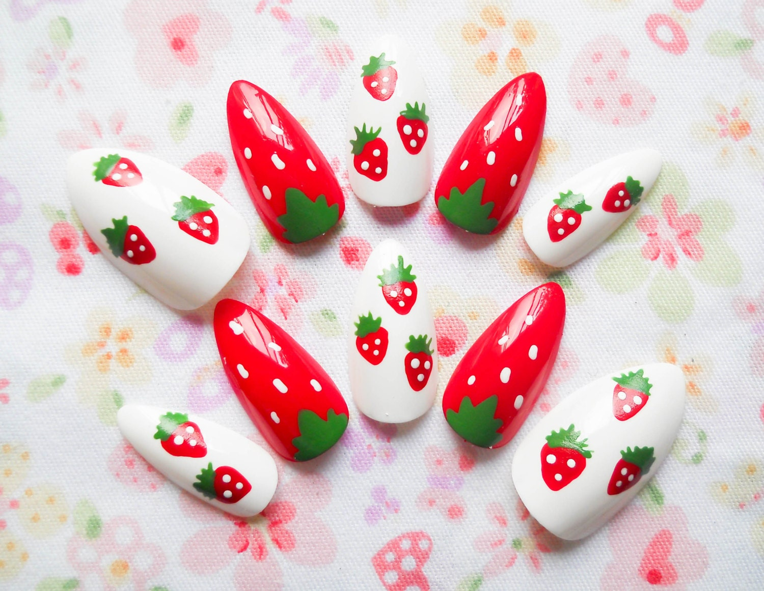 Kawaii Strawberry Fake Nails / Stiletto Nails / Press on Nails