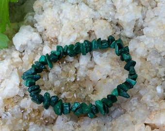 Malachite crystal healing bracelet. Green earth stone, malachite jewelry. Mother earth. Handmade and OOAK