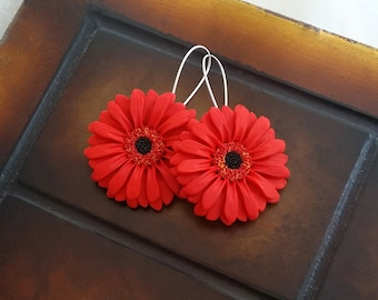 Red gerbera daisy earrings handmade from polymer clay, red flower earrings, red daisies, red earrings, flower jewelry, boho wedding