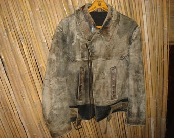 Age-old aviator jacket 1940 or 1950