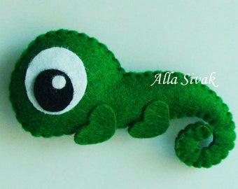 Felt Chameleon, Stuffed felt Chameleon ornament, Green Chameleon,Chameleon toy, African animals, Nursery decor, Chameleon magnet, Chameleon
