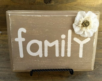 "Wooden Plaque: ""Family"""