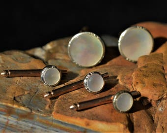 Correct Quality vintage mother of pearl set of 2 cufflinks and 3 shirt studs