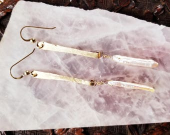 Earring. 14 K Gold Filled Hand Crafted Drop. Georgeous Stick Pearl. Off White. Lots of Luster. Highlighs of Silver snd Pink. Bohemian.