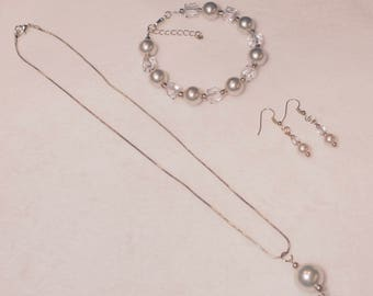 Creamy Pearl Pendant Necklace, Bracelet and Earring Set