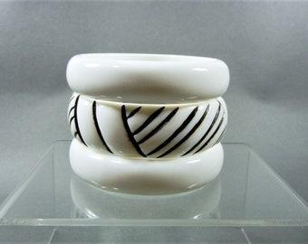 Vintage black white lucite bangle set, black white bangle lot, black white bangles, vintage black white bangle lot, black white bangle set