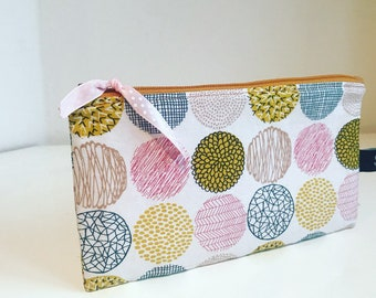 Small zippered bag / pouch