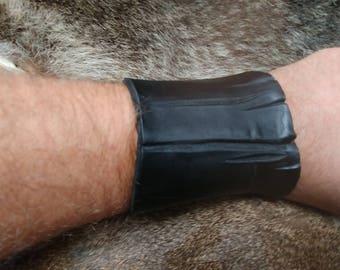 End cut unique leather bracer