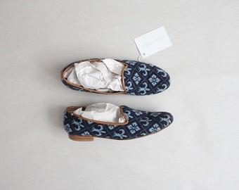 fleur de lis shoes | tapestry flats | size 8 flats