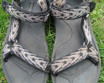 Awesome Teva Sandals 90s Vintage Tevas Arrow Grey Black Print Strap Strap Sandals size 9-9.5 Chaco Style Beach Sandals Size 9 1990's Grunge