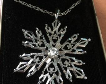 Vintage silver tone snowflake necklace